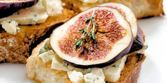 Figs on toast with goats/greek yogurt (full fat)