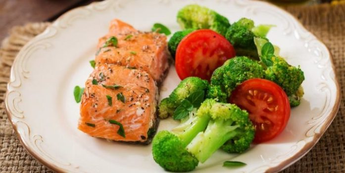 Sesame salmon with broccoli and tomatoes